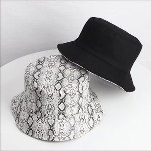 Accessories - Reversible snake print bucket hat